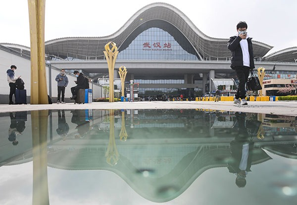 China's Wuhan reopens subway, railway station:0
