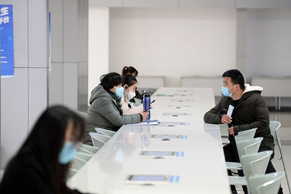 Hefei holds first offline job fair with strict prevention measures:null