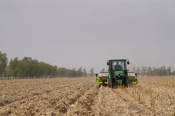 No-till planter used to seed corns in fields in NE China:null