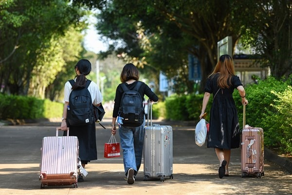 Hainan partially reopens colleges to first batch of students:null