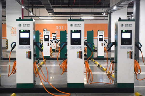 Largest electric vehicle charging station in Beijing comes into service:null