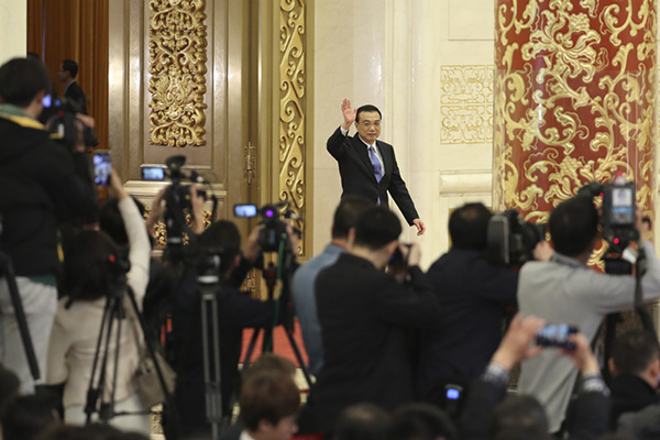 Premier Li meets the press:null