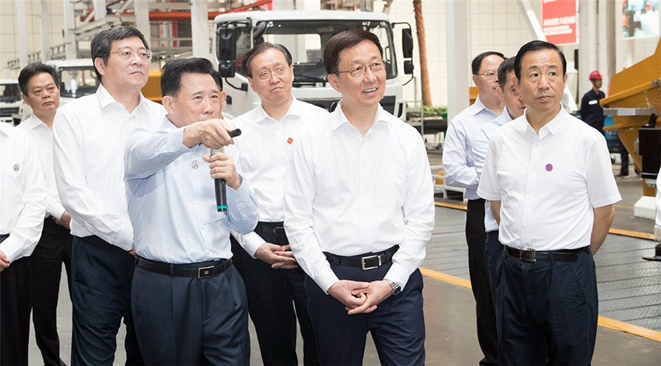 Vice-premier stresses manufacturing upgrade, ecological governance for high-quality development:2