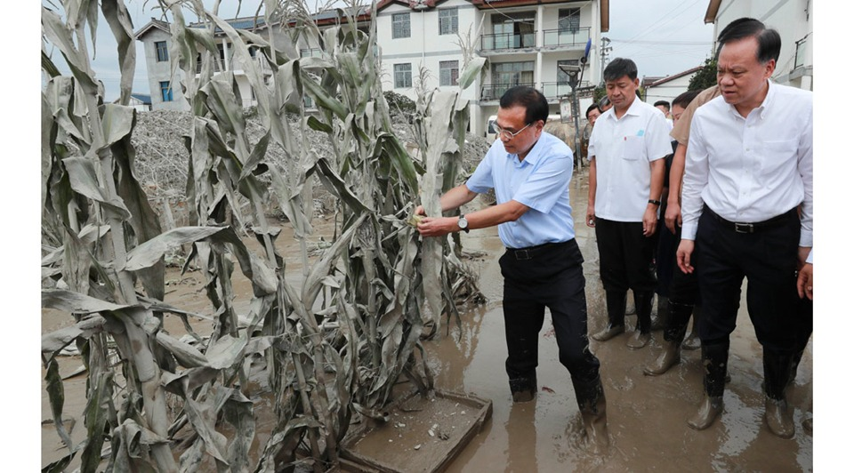 Premier stresses post-disaster reconstruction, economic rebound through opening-up:0