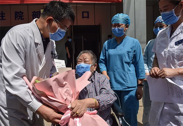 7 COVID-19 patients discharged from hospitals on Chinese mainland