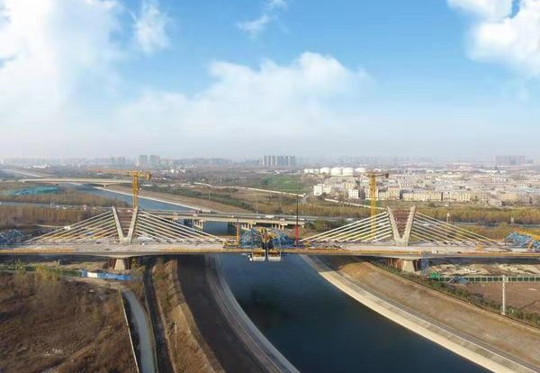Water diversion bridge with V-shaped tower joins in Central China:0