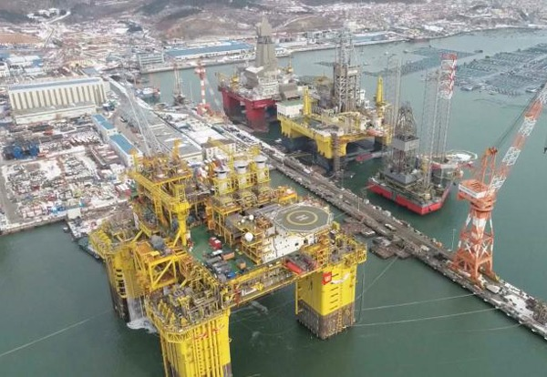 World's largest gas production platform sets off for Hainan:0