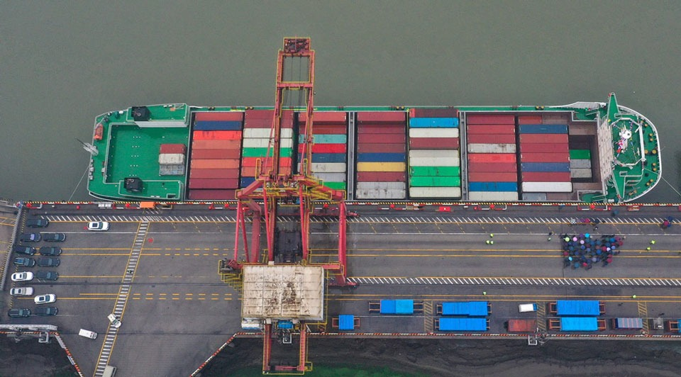 Largest container vessel in Yangtze River starts its 1st voyage:2