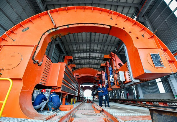 Steelmaking city in N China aims at greener transport under 'road-to-rail' scheme:0
