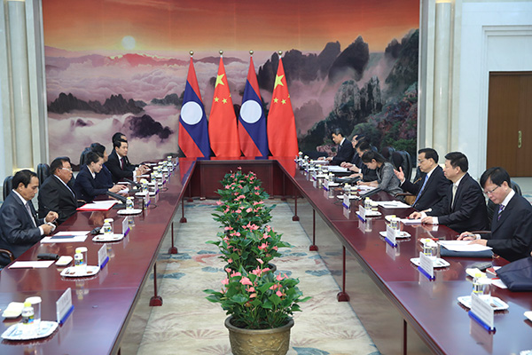 Premier Li meets with Lao president